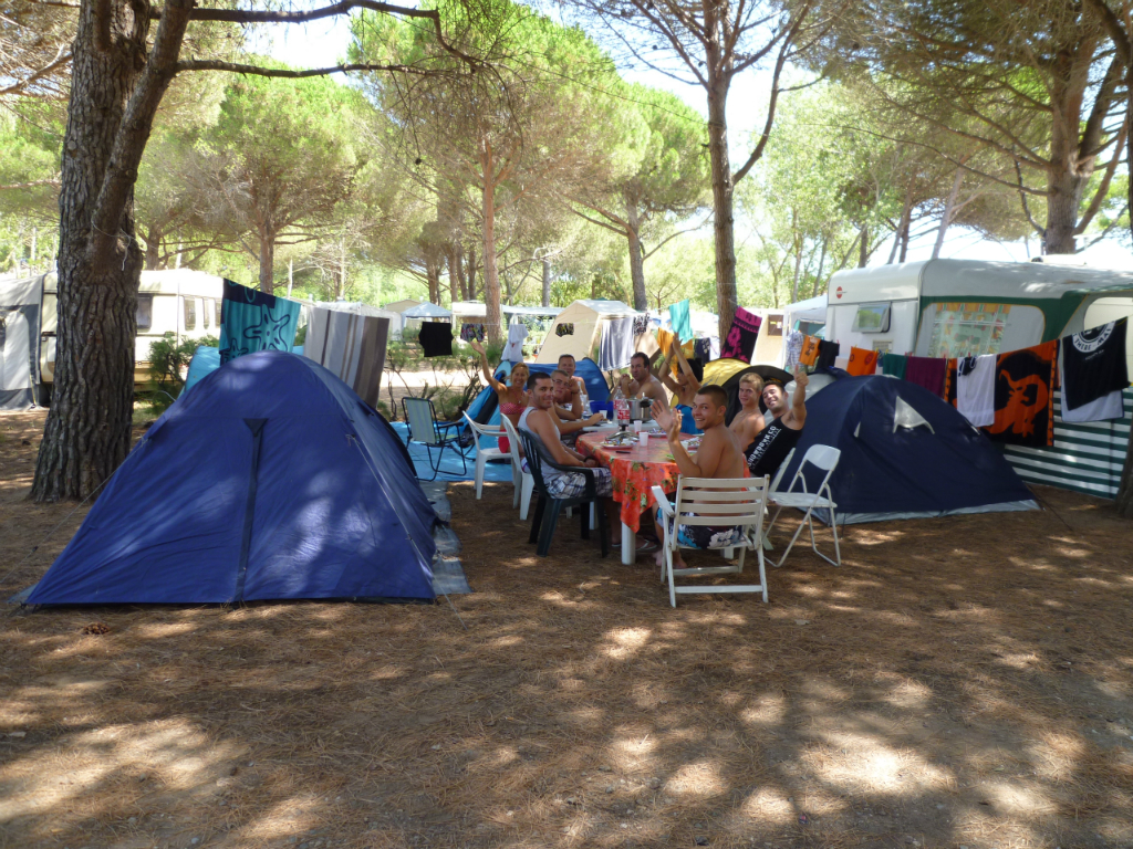 camping emplacement tente vias